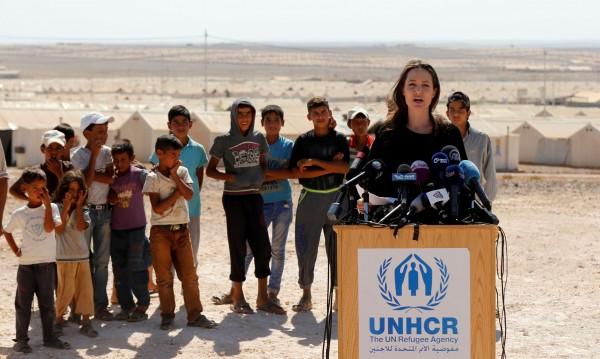 Игра с огъня: Анджелина зове за състрадателност от САЩ