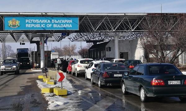 Евтино: Гърци зареждат наш бензин