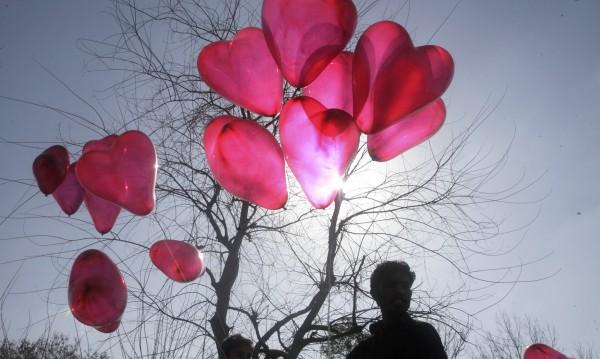 Харчим неромантично до 50 лв. за Св. Валентин – чашки, грамоти
