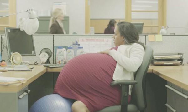 Това е Лорън. Тя е бременна вече 260 седмици