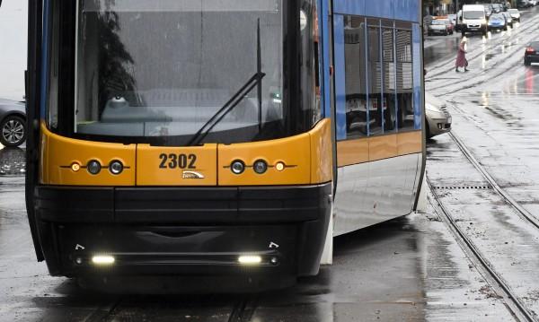 Вандали изпочупили седалки и стъкла в трамваите за 20 бона