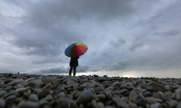 Вземете чадъра! Захладнява, дъждът ще премине в сняг