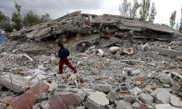 След трусовете в Турция: Разрушения, хора на палатки