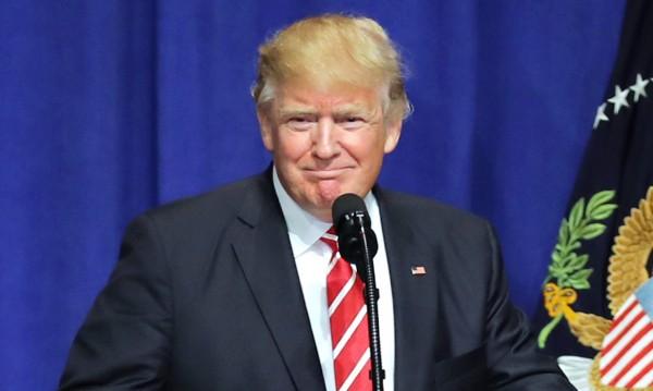Търси се: Порноблизнак на Тръмп – жълта коса, малки длани
