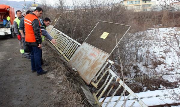Обезопасиха моста в Шумен, махнаха парапета