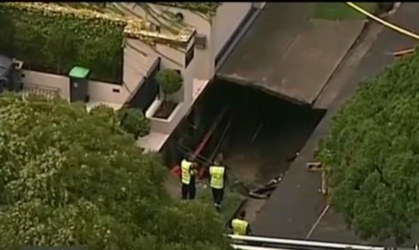 Огромна дупка зейна в дома на премиера на Австралия