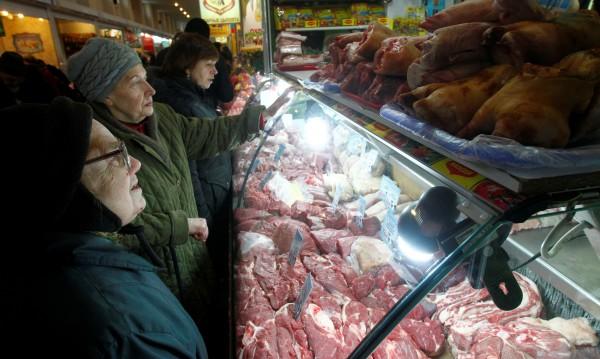 Русия въвежда купони за храна за бедните