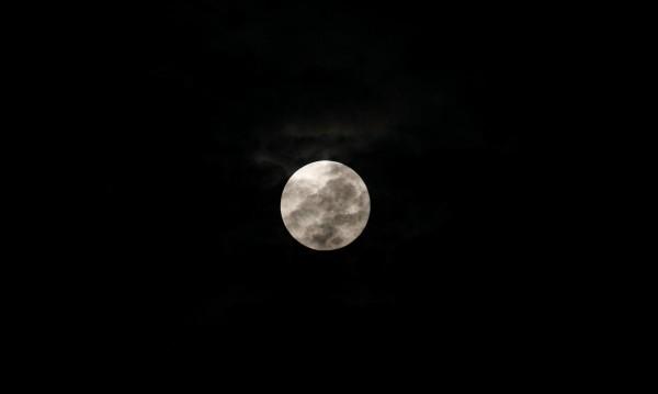 Лунно затъмнение, снежна луна и комета – в една нощ