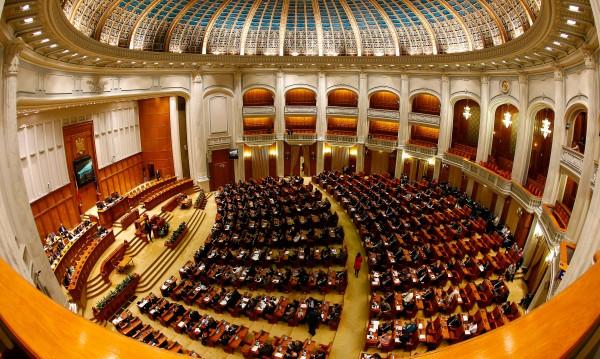 Правителството на Румъния оцеля след вот на недоверие