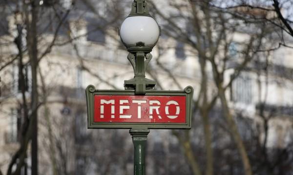 Част от метрото на Париж спря поради авария