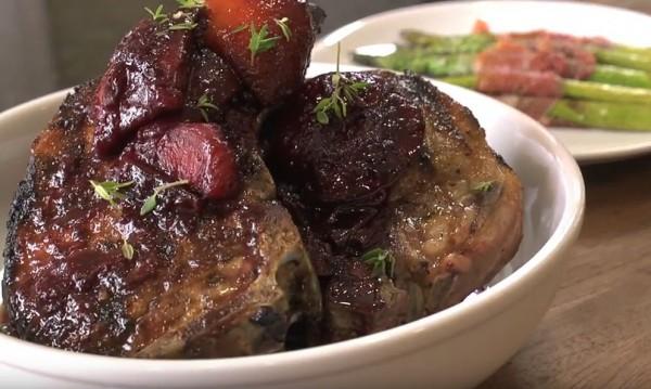 Рецептата Dnes: Свинска пържола със сини сливи и сметана