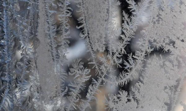 Облаци и слаб сняг днес, облечете се топло