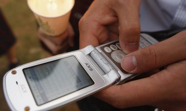 КЗП погва соленото таксуване на SMS-и на кирилица, не било честно