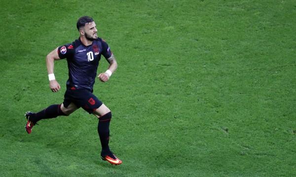 Албанска звезда от Евро 2016 иска да става българин
