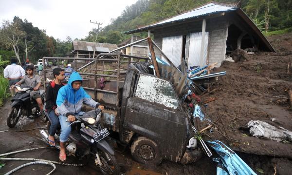 Дванадесет жертви взе свлачище на остров Бали