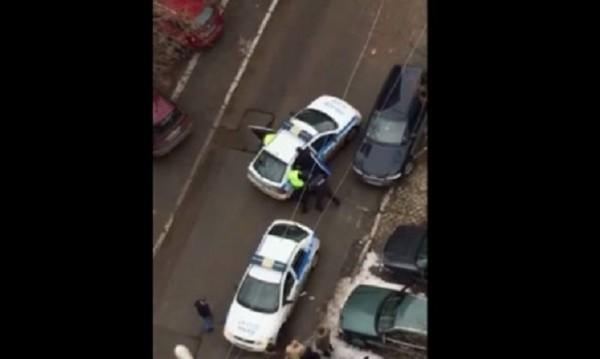 Натъпканият насила в патрулката – хванат с дрога