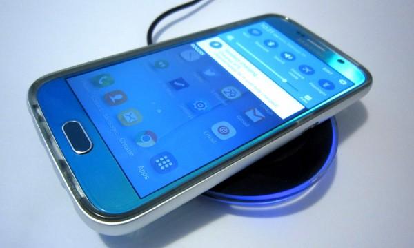 Как да зареждаме телефона безжично?