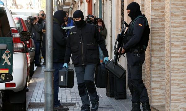 Арестуваха българи в Испания, участвали в наркомрежа
