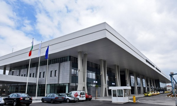 Министър на Централна гара в София: Мръсно е и тече!