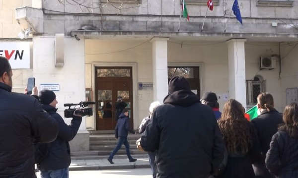 Пловдивчани на протест: Не на двойните сметки за ток