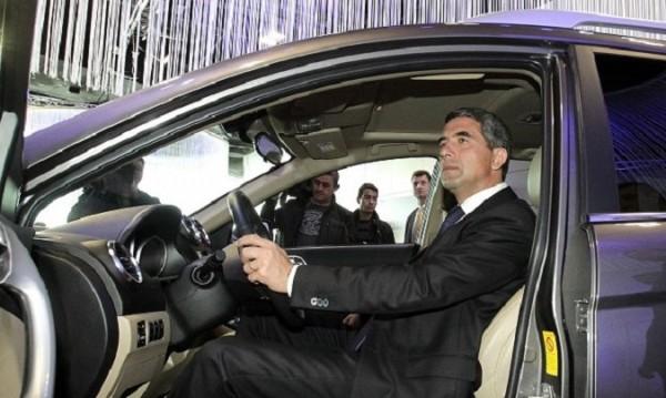 Катаджии към Росен Плевнелиев: Караш германска кола, а?