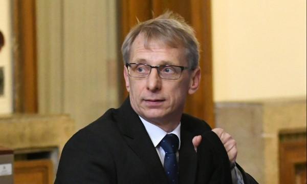 Брюксел ни наказа: Спря парите за наука и образование!