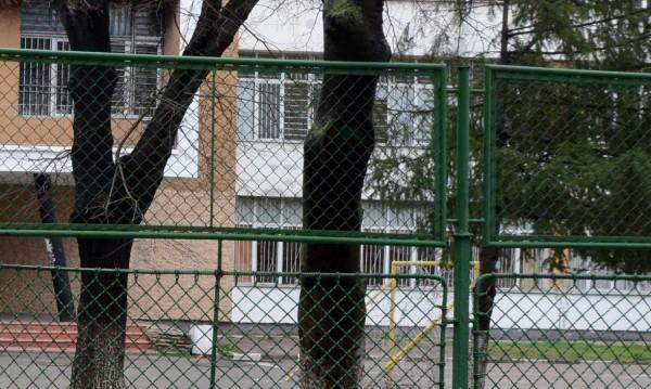 Училище на бунт срещу строежа на блок в школския двор