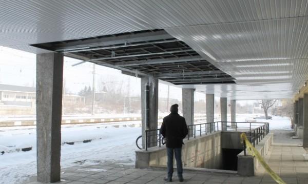 Пропадна таванът на на жп гарата в Търговище