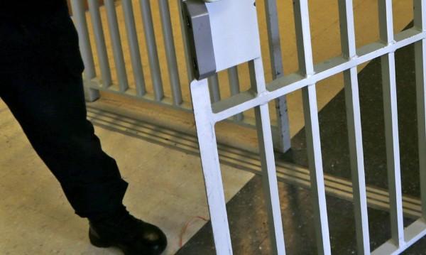 На Острова осъдиха четирима българи за каналджийство