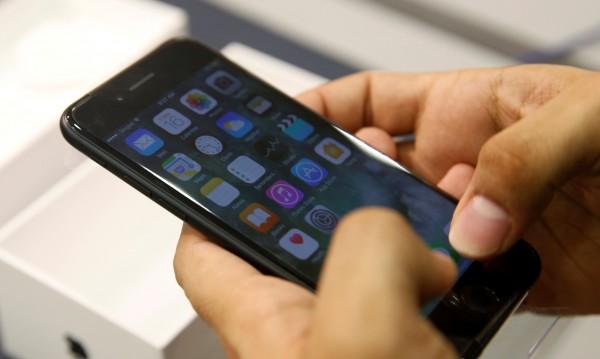 Apple поскъпва, вече се оценява на $700 млрд.