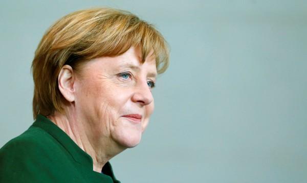 Опозицията зове Меркел: Без договор с Тунис за мигранти!