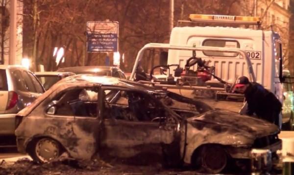 Протест във Франция: Палят коли срещу полицейското насилие