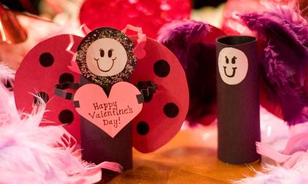 Валентинка към Валентин: Секс ли? Подарък искам!