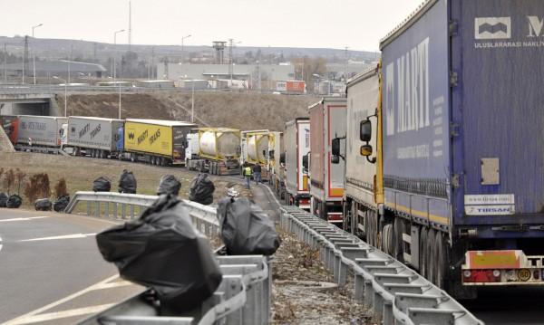"На границата: 10 км колона на ГКПП ""Дунав мост"""