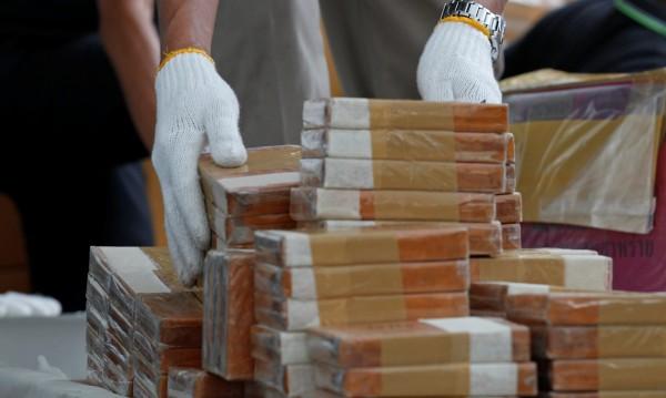 Турски митничари спипаха 600 кг хероин в тир, пътуващ към България
