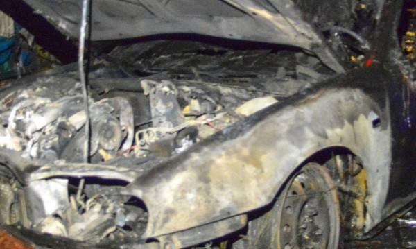 Две коли са изгорели в монтанското село Медковец