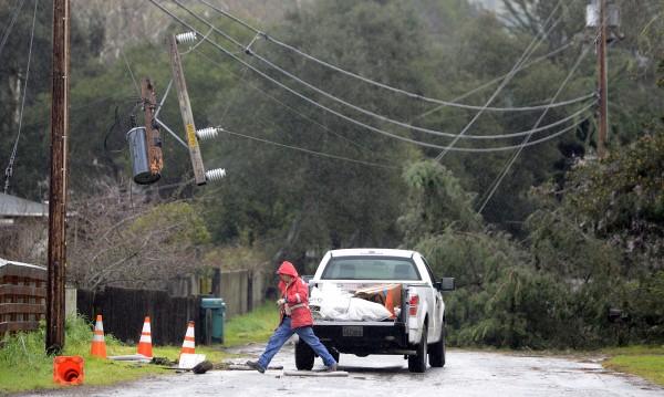 Мощната буря в Калифорния взе две жертви