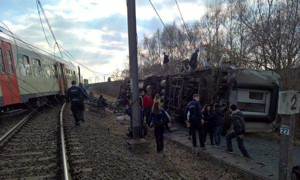 Влак дерайлира в Белгия, един човек е загинал