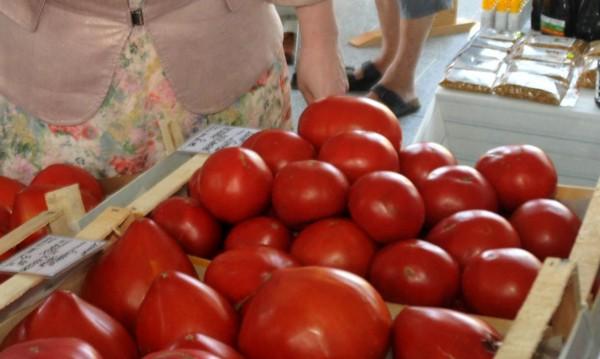 Оранжерийните зеленчуци поскъпват, много плодове също