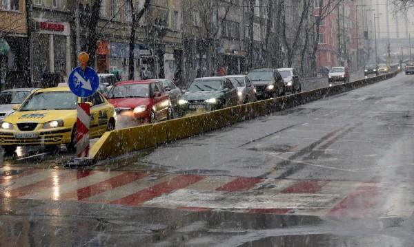 Отново: Катастрофа в столицата и задръствания заради снега