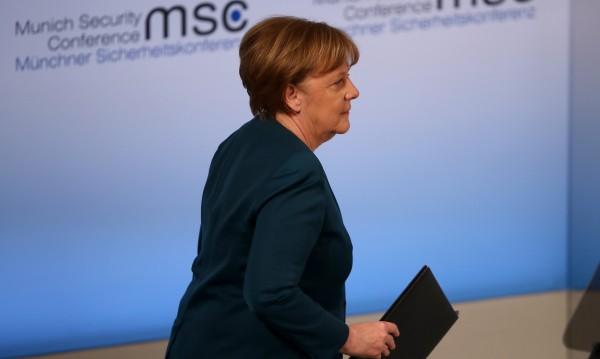 За първи от 10 г.: Социалдемократите - пред  Меркел
