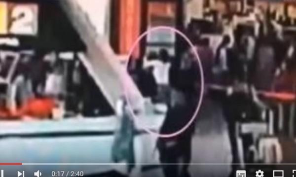 Камери заснели нападението срещу брата на Ким Чен Ун