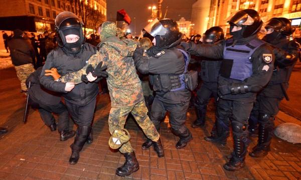 Сблъсъци между националисти и полиция в Киев