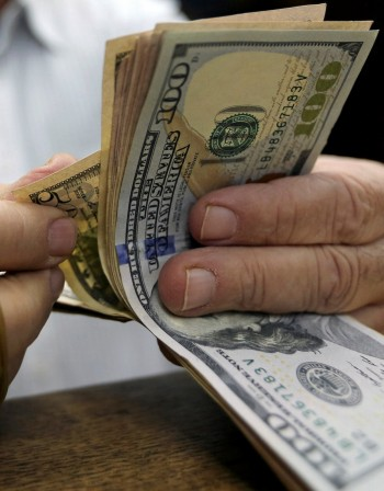 Как се отнасяме към парите според зодията?