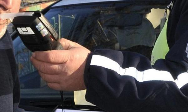 Мъж си пийна, седна да шофира с 3,17 промила