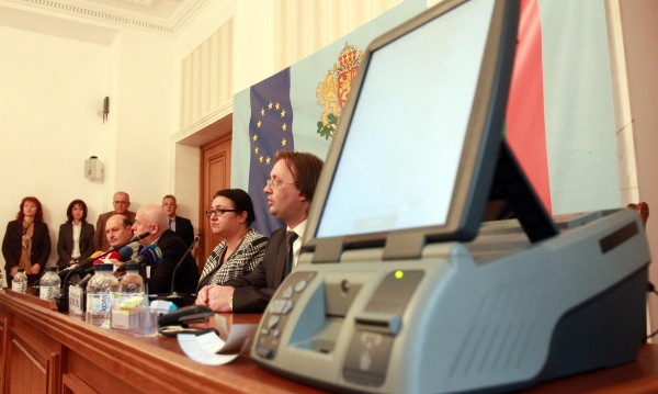 Срокът изтича: Ще има ли машини за гласуване?