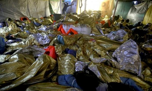 Десетки тела на мигранти изплуваха на либийския бряг