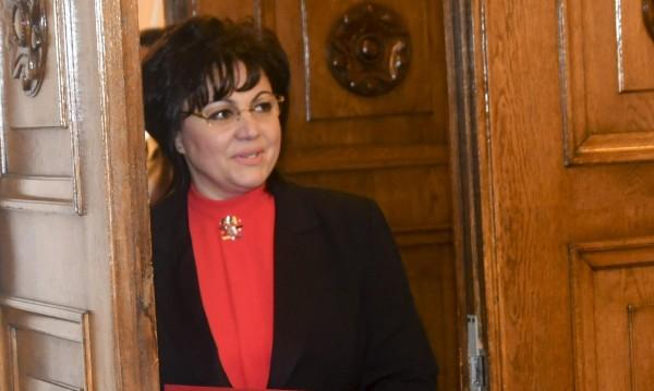 Нинова атакува Борисов: Ястреб ли си, врабче ли си?