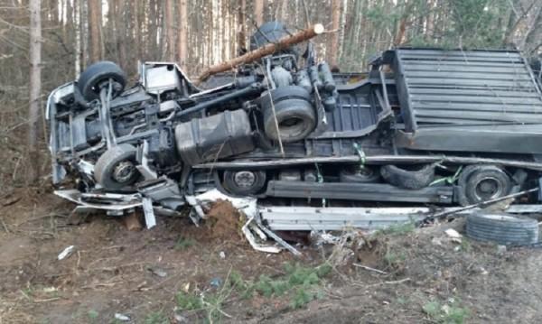 ТИР се преобърна на Е-79, шофьорът оцеля по чудо