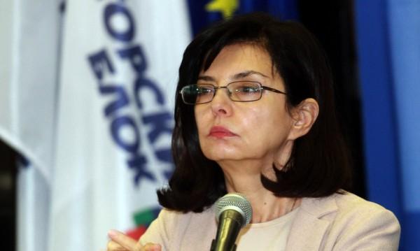 Кунева: Денков обяви обществената поръчка, сега я спира!